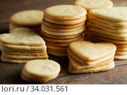 Купить «Biscuit with Danish style butter cookies and honey flavored. A stack of crunchy delicious sweet meal and useful cracker.», фото № 34031561, снято 7 февраля 2019 г. (c) Nataliia Zhekova / Фотобанк Лори