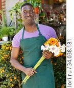 Купить «Smiling florist in front of flower shop», фото № 34038181, снято 14 февраля 2019 г. (c) Яков Филимонов / Фотобанк Лори