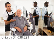 Gray-haired man discussing haircut with barber. Стоковое фото, фотограф Яков Филимонов / Фотобанк Лори
