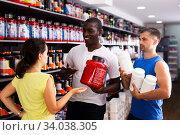 Купить «People discussing sports nutrition in shop», фото № 34038305, снято 13 июля 2020 г. (c) Яков Филимонов / Фотобанк Лори