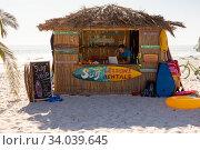 Купить «Surf lessons hut on the beach», фото № 34039645, снято 25 февраля 2020 г. (c) Wavebreak Media / Фотобанк Лори