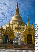 Купить «У подножия ступы Шведагон. Янгон, Мьянма», фото № 34045569, снято 17 декабря 2016 г. (c) Виктор Карасев / Фотобанк Лори