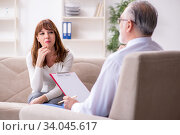 Young woman visiting old male doctor psychologist. Стоковое фото, фотограф Elnur / Фотобанк Лори
