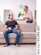 Man with drinking problem and the family. Стоковое фото, фотограф Elnur / Фотобанк Лори