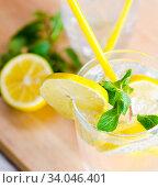 Glasss of mojito with lemon and drinking straw. Стоковое фото, фотограф Elnur / Фотобанк Лори