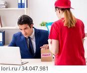 Купить «Courier delivering parcel to the office», фото № 34047981, снято 5 июля 2018 г. (c) Elnur / Фотобанк Лори