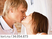 Man and woman kissing and embracing on the street. Стоковое фото, фотограф Nataliia Zhekova / Фотобанк Лори