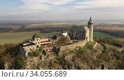 Aerial view of Kuneticka Hora Castle in autumn, Czech Republic. Стоковое видео, видеограф Яков Филимонов / Фотобанк Лори