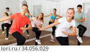 Teenage boys and girls dancing group choreography. Стоковое фото, фотограф Яков Филимонов / Фотобанк Лори
