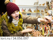 customers staring at counter of kiosk with figures for creating miniature Christmas scenes. Стоковое фото, фотограф Яков Филимонов / Фотобанк Лори