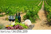 Red wine, cheese, bread on wooden table. Стоковое фото, фотограф Яков Филимонов / Фотобанк Лори