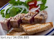 Купить «Seared tuna steaks with greens and grilled bread», фото № 34056885, снято 13 июля 2020 г. (c) Яков Филимонов / Фотобанк Лори