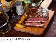 Купить «Juicy roasted beef», фото № 34056897, снято 10 июля 2020 г. (c) Яков Филимонов / Фотобанк Лори