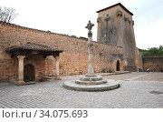 Covarrubias, Torreon de Fernan Gonzalez (La Emparedada) 10th century. Burgos province, Castilla y Leon, Spain. Стоковое фото, фотограф J M Barres / age Fotostock / Фотобанк Лори