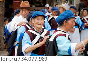 Die chinesische Naxi Minderheit in Lijiang, China | the chinese Naxi-Minority at Lijiang, china. Стоковое фото, фотограф Zoonar.com/Rees Peter / easy Fotostock / Фотобанк Лори