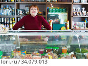Smiling seller woman offering different products. Стоковое фото, фотограф Яков Филимонов / Фотобанк Лори
