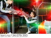 Girl playing laser tag with friends. Стоковое фото, фотограф Яков Филимонов / Фотобанк Лори