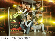Group glad people playing laser tag game. Стоковое фото, фотограф Яков Филимонов / Фотобанк Лори