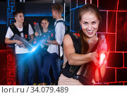Smiling girl with laser pistol during enjoying laser tag game wi. Стоковое фото, фотограф Яков Филимонов / Фотобанк Лори