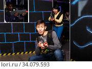Korean guy playing lasertag. Стоковое фото, фотограф Яков Филимонов / Фотобанк Лори