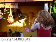Купить «Девушка фотографирует городской пейзаж», фото № 34083049, снято 23 июня 2020 г. (c) Марина Володько / Фотобанк Лори