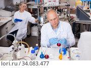Lab technician working with reagents. Стоковое фото, фотограф Яков Филимонов / Фотобанк Лори