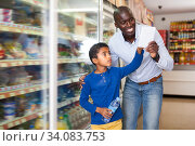Happy man and boy reading shopping list. Стоковое фото, фотограф Яков Филимонов / Фотобанк Лори
