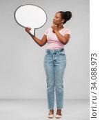 Купить «african american woman holding speech bubble», фото № 34088973, снято 26 января 2020 г. (c) Syda Productions / Фотобанк Лори