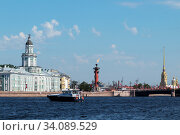 Купить «RUSSIA, SAINT PETERSBURG - June 24, 2020 - View of the Rostral column with a lighted torch in honor of the 75th anniversary of the victory over Nazi Germany», фото № 34089529, снято 24 июня 2020 г. (c) Филатова Ирина / Фотобанк Лори