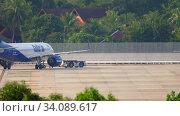 Купить «Airplane Airbus 320 pushing back», видеоролик № 34089617, снято 29 ноября 2019 г. (c) Игорь Жоров / Фотобанк Лори