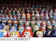 Купить «Матрёшки, вернисаж в Измайлово», эксклюзивное фото № 34098877, снято 27 июня 2020 г. (c) Дмитрий Неумоин / Фотобанк Лори