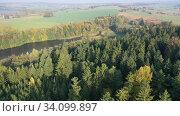 Impressive autumn landscape of trees and river. Стоковое видео, видеограф Яков Филимонов / Фотобанк Лори