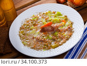 Lamb's soup boiled with pearl barley, cabbage and green peas in bowl. Стоковое фото, фотограф Яков Филимонов / Фотобанк Лори