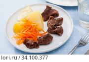 Steamed veal with potatoes, grated carrot. Стоковое фото, фотограф Яков Филимонов / Фотобанк Лори