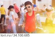 Купить «Kids training hip hop in dance studio», фото № 34100685, снято 30 июня 2020 г. (c) Яков Филимонов / Фотобанк Лори