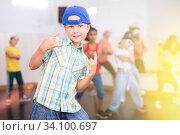 Купить «Boy hip-hop dancer posing at studio», фото № 34100697, снято 10 июля 2020 г. (c) Яков Филимонов / Фотобанк Лори