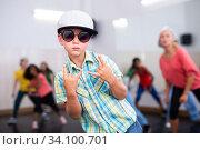 Купить «Kids training hip hop in dance studio», фото № 34100701, снято 30 июня 2020 г. (c) Яков Филимонов / Фотобанк Лори