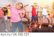 Купить «Kids training hip hop in dance studio», фото № 34100721, снято 30 июня 2020 г. (c) Яков Филимонов / Фотобанк Лори