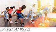 Купить «Kids training hip hop in dance studio», фото № 34100733, снято 15 июля 2020 г. (c) Яков Филимонов / Фотобанк Лори