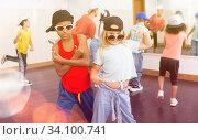Купить «Kids training hip hop in dance studio», фото № 34100741, снято 30 июня 2020 г. (c) Яков Филимонов / Фотобанк Лори