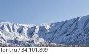 Купить «Timelapse of sun movement on crystal clear sky over snow mountain top. Yellow grass at autumn meadow. Wild endless nature.», видеоролик № 34101809, снято 5 февраля 2020 г. (c) Александр Маркин / Фотобанк Лори