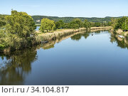 Die Werra und der Werratalsee bei Eschwege, Hessen, Deutschland   Werra river and Lake Werratal near Eschwege, Hesse, Germany. Стоковое фото, фотограф Peter Schickert / age Fotostock / Фотобанк Лори