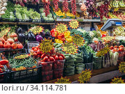Vegetables stall on Mercato Delle Erbe food market in Bologna, capital and largest city of the Emilia Romagna region in Northern Italy. (2019 год). Редакционное фото, фотограф Konrad Zelazowski / age Fotostock / Фотобанк Лори