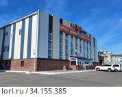 Купить «Здание детского футбольного центра в Нур-Султане, Казахстан», фото № 34155385, снято 29 июня 2020 г. (c) Максим Гулячик / Фотобанк Лори