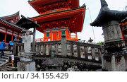 Купить «View of Kyodo (Sutra Hall) and Sanju-no-to Three-story Pagoda of Kiyomizu-dera Temple on rainy day. Kyoto. Japan», видеоролик № 34155429, снято 11 июня 2020 г. (c) Serg Zastavkin / Фотобанк Лори