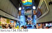 Купить «Slow motion video of the Nishiki Market, the popular food spot, located in Central Kyoto. Japan», видеоролик № 34156169, снято 21 июня 2020 г. (c) Serg Zastavkin / Фотобанк Лори