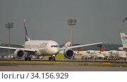 Купить «Boeing 787 taxiing before departure», видеоролик № 34156929, снято 19 июля 2017 г. (c) Игорь Жоров / Фотобанк Лори