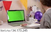 Woman celebrating birthday from home. Стоковое видео, видеограф Сергей Петерман / Фотобанк Лори