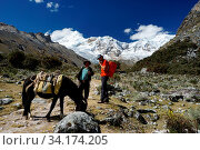 Купить «Ishinca Valley, Ancash / Peru - 18. June 2016: mountain climber discusses wages and rates with a local muleskinner or arriero for transporting climbing equipment to base camp», фото № 34174205, снято 8 июля 2020 г. (c) age Fotostock / Фотобанк Лори