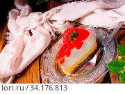 Купить «Delicious strawberry cream cheese pie with biscuit base», фото № 34176813, снято 8 июля 2020 г. (c) easy Fotostock / Фотобанк Лори